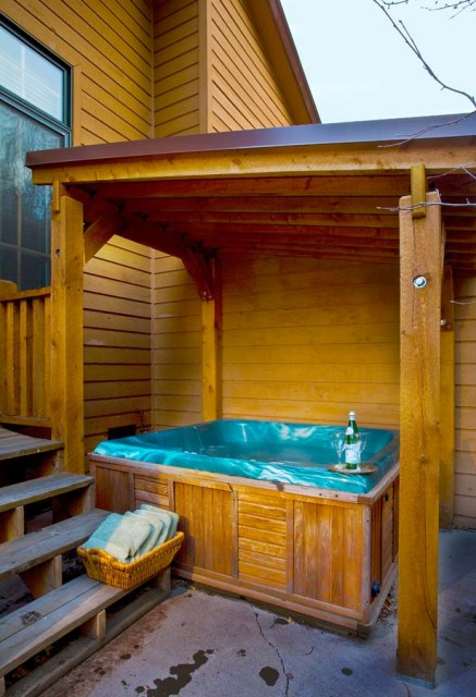 Private out door hot tub