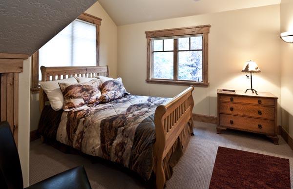 Level 5 Queen Bedroom